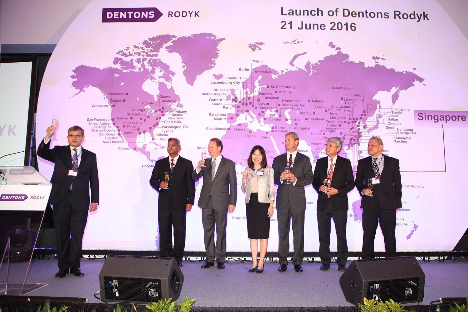 Toast by Dentons Global Chairman, Joe Andrew and Global CEO, Elliott Portnoy, Philip Jeyaretnam, SC, Dentons Rodyk Regional CEO and Global Vice Chair
